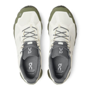 backdoor_grindelwald_running_on_cloudventure_waterproof_running_shoe_men_white_fir_2